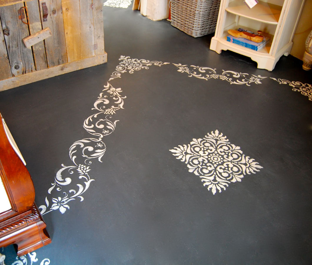 Gorgeous chalk paint floor with Annie Sloan Chalk Paint!