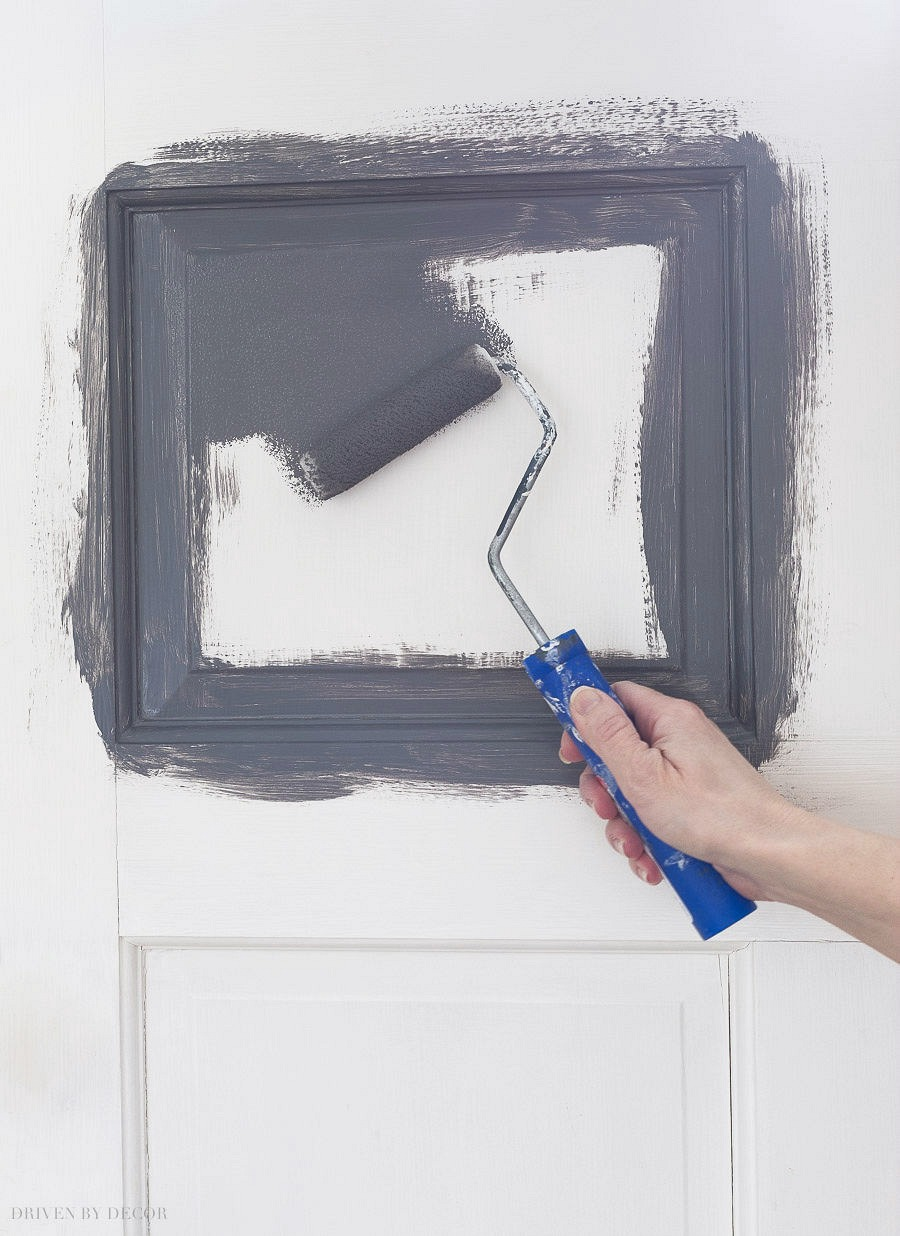 Such helpful step by step tips for painting interior doors!