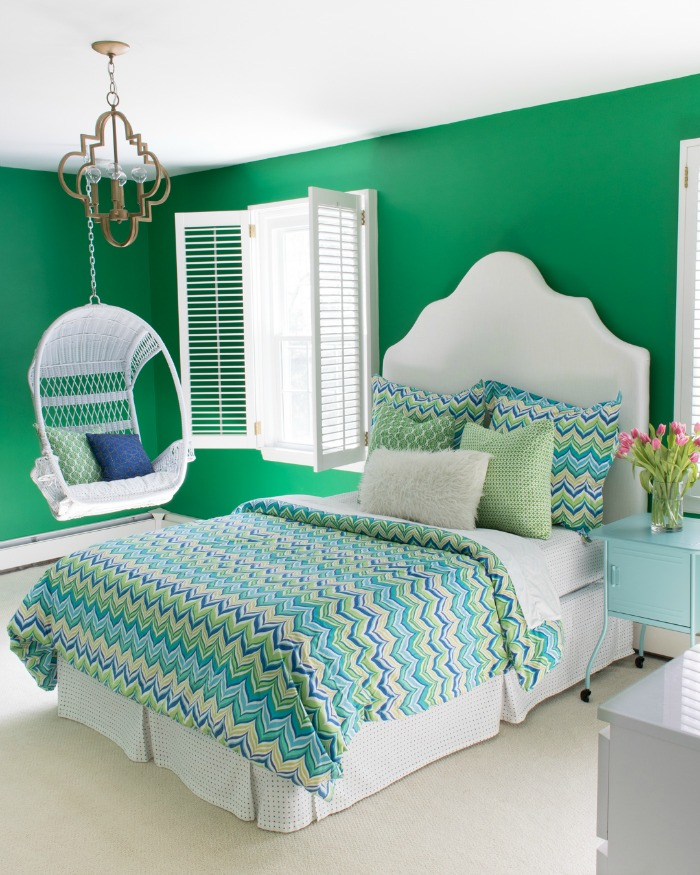 Colorful tween bedroom in green, yellow, and blue!