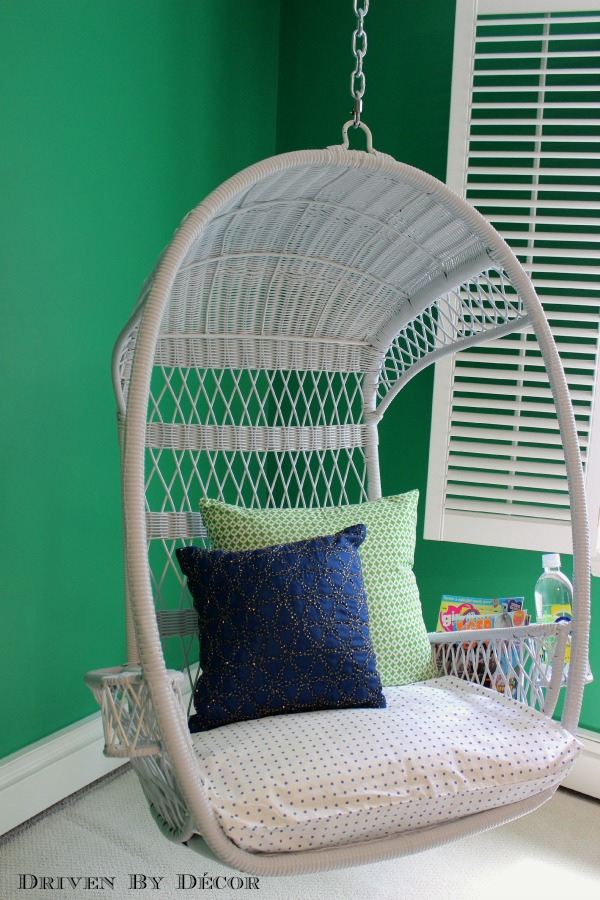 So many cute hanging swing chairs in this post!