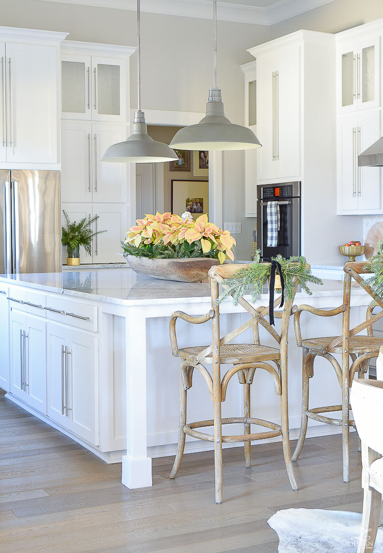 Kitchen cabinets painted in Benjamin Moore's Decorator's White - design by ZDesign at Home