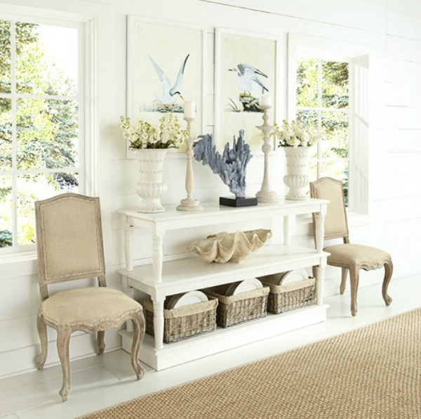 Love the styling of this beautiful console!