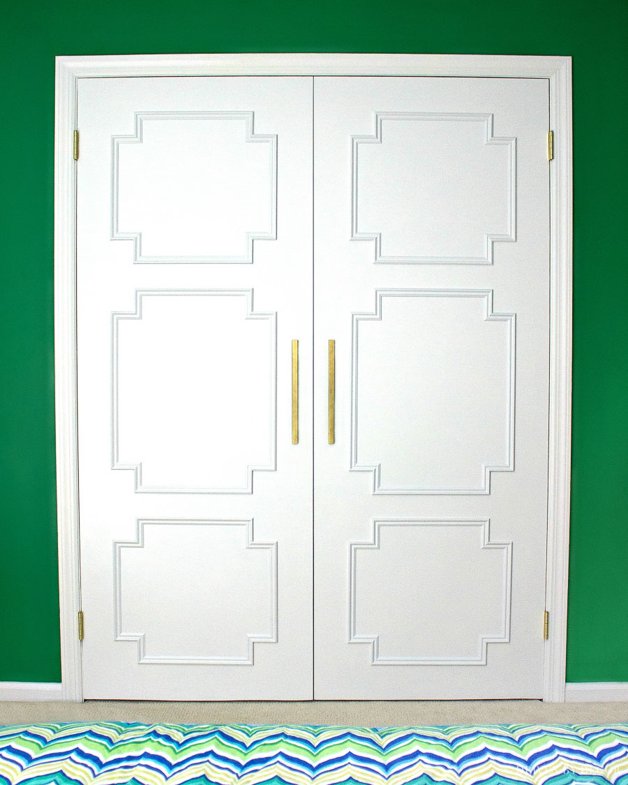 Loving this flat panel door makeover! Step by step tutorial for this DIY are included in the post!