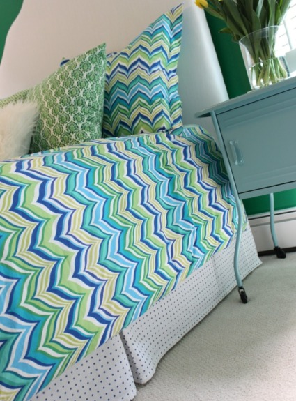 Easy DIY: How to Make a Bed Skirt From a Sheet