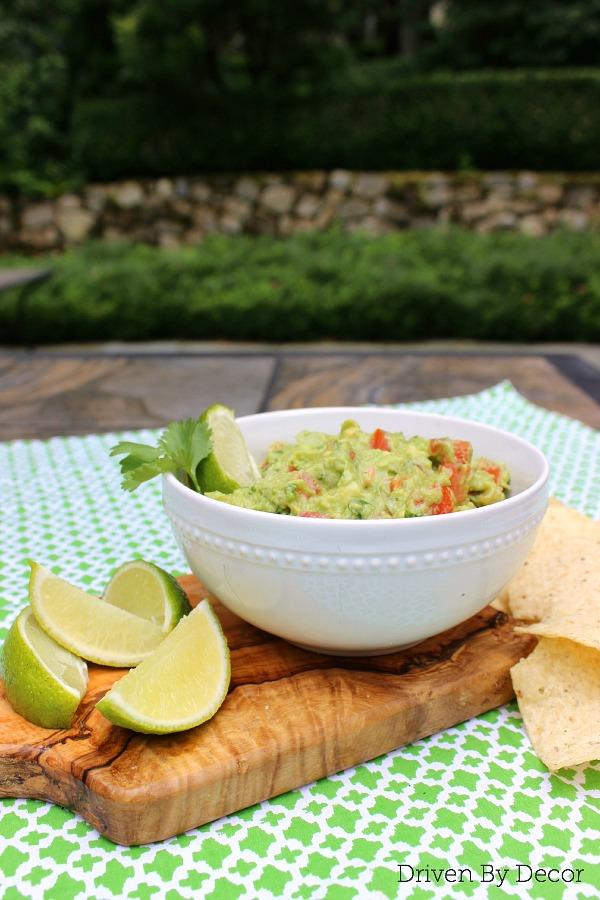Recipe to make the most DELICIOUS guacamole!!