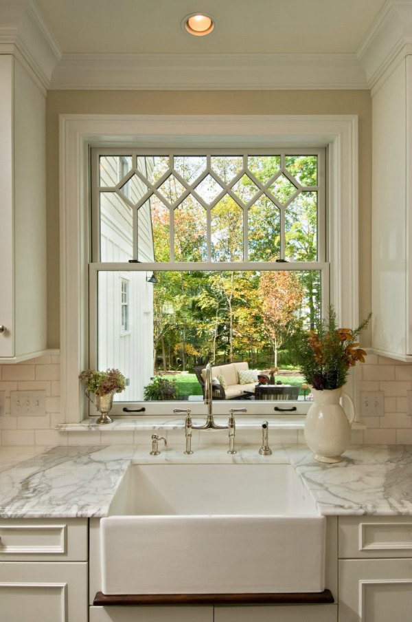 Subway tile, marble countertops, farmhouse sink
