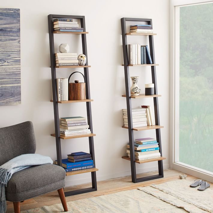 Love this idea for living room corner decor! Such a cute ladder bookcase!