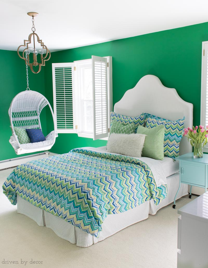 Love this green paint color - Sherwin Williams Lucky Green. Click through for more info on this paint color to see if it's a good choice for your home!
