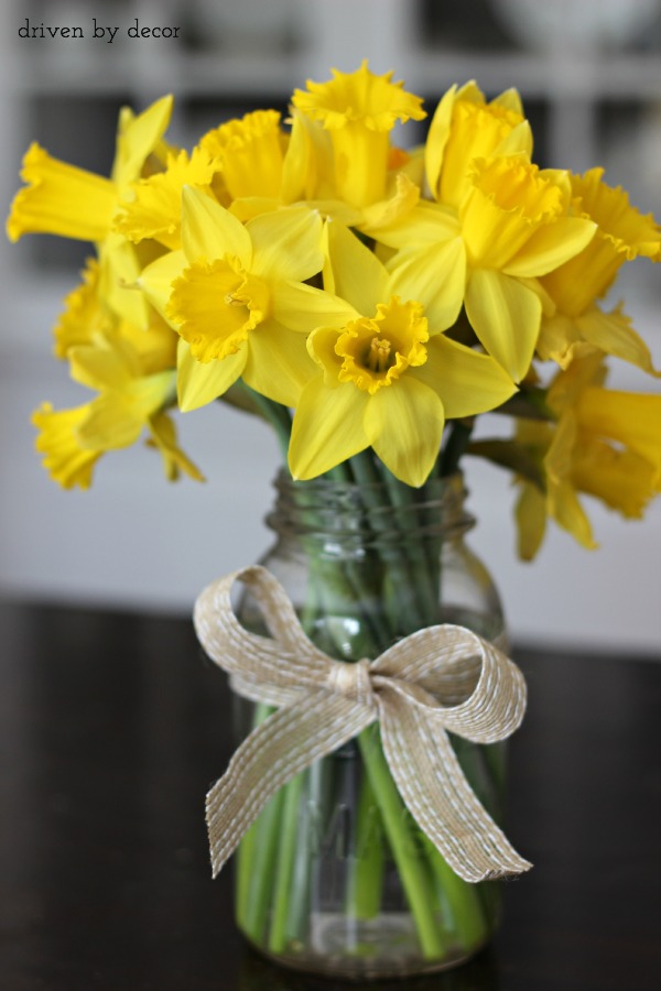 Cut daffodils in mason jar for a simple spring centerpiece & Simple Spring \u0026 Easter Table Decorations | Driven by Decor