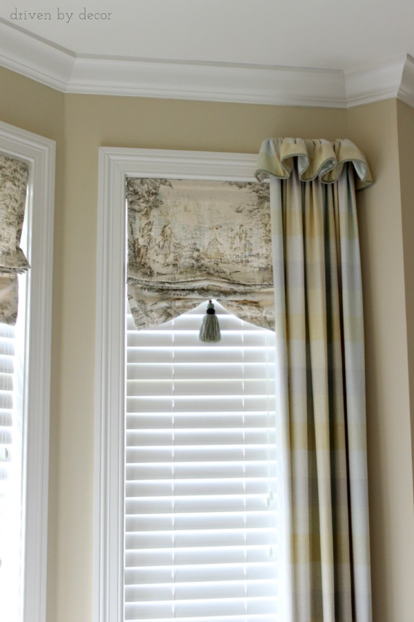 Bay window with faux shades and drapes framing ends : same-curtains-in-every-room - designwebi.com