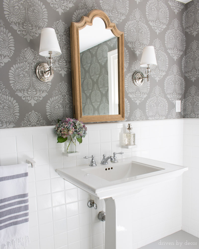 How to stencil a wall! All the tricks and details you need to stencil a wall that looks like wallpaper!