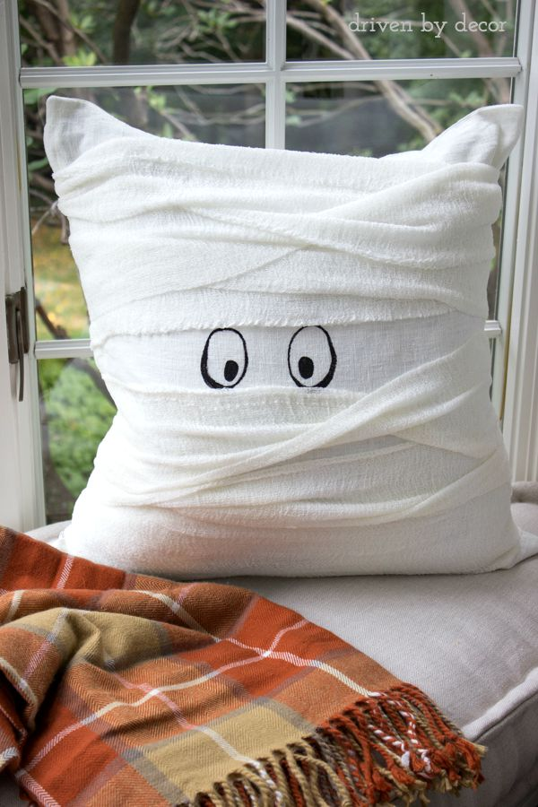 Halloween mummy pillow that's a 15 minute DIY!