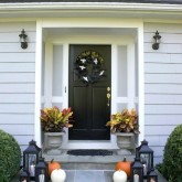 Simple Halloween porch decorations - love!