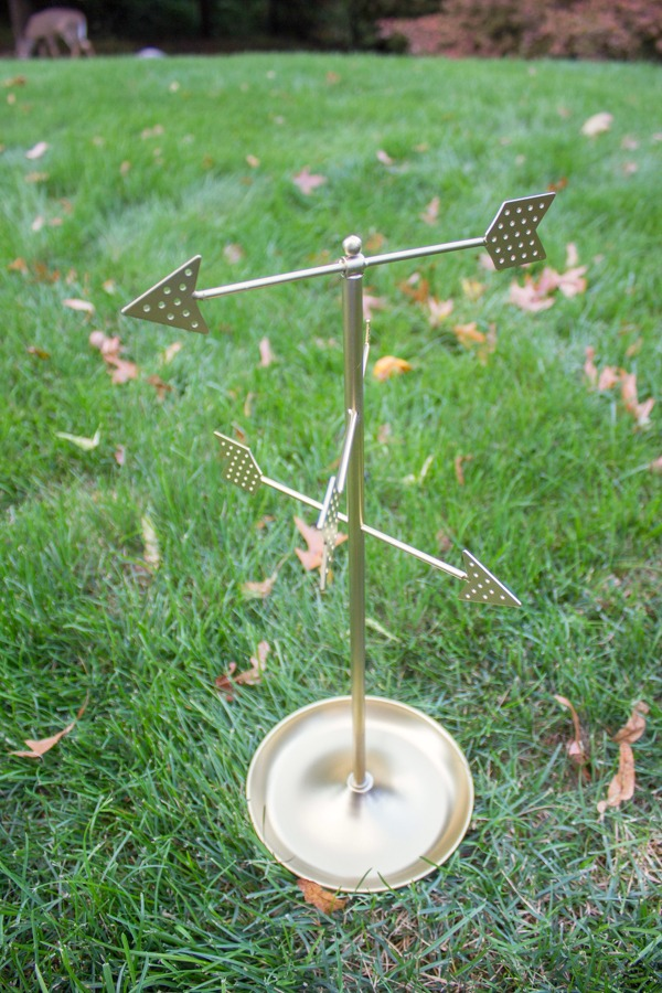Arrow jewelry stand