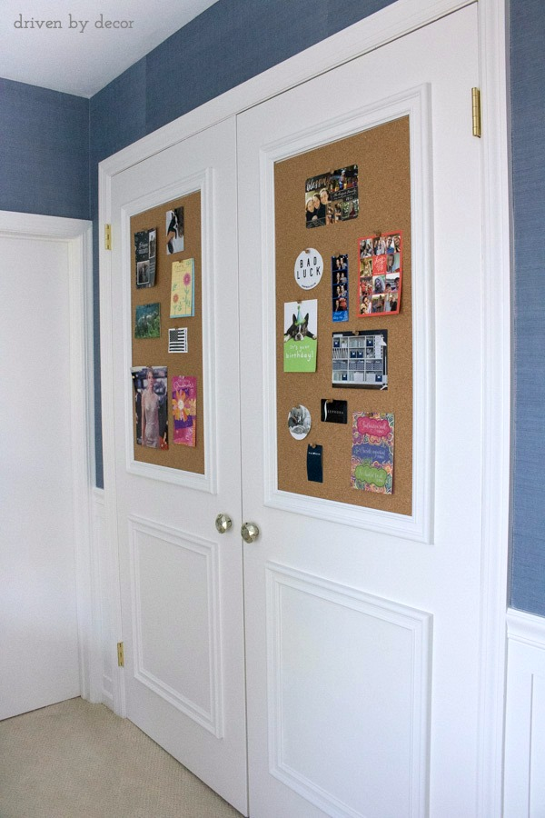 These cork board closet doors are perfect for a kid's room!!