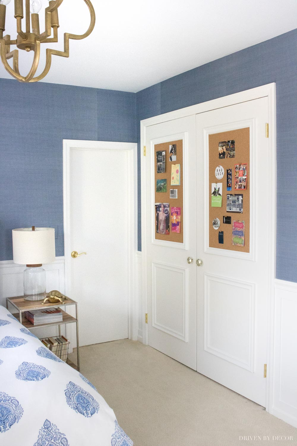 Such a great post about hanging grasscloth wallpaper!