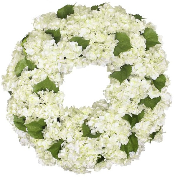 Gorgeous spring hydrangea wreath! One of the ten beautiful wreaths in this post!