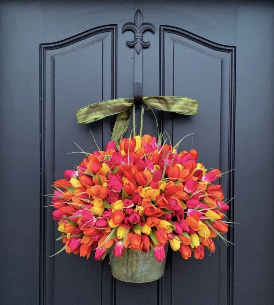 LOVE this spring front door dec that's a bucket full of faux tulips!