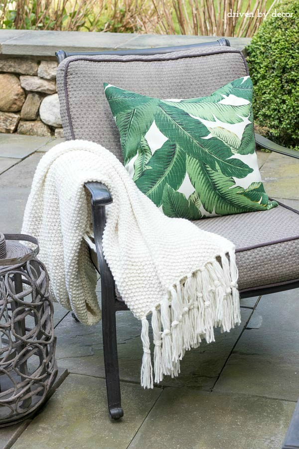 Outdoor pillows, lanterns and throws (for chilly nights!) are a few of the simple ways to dress up your patio - click over to post for more pics and tips!