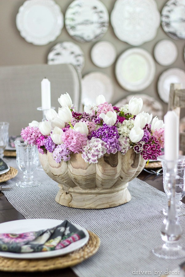 Spring centerpiece with tulips and flowers in shades of pink