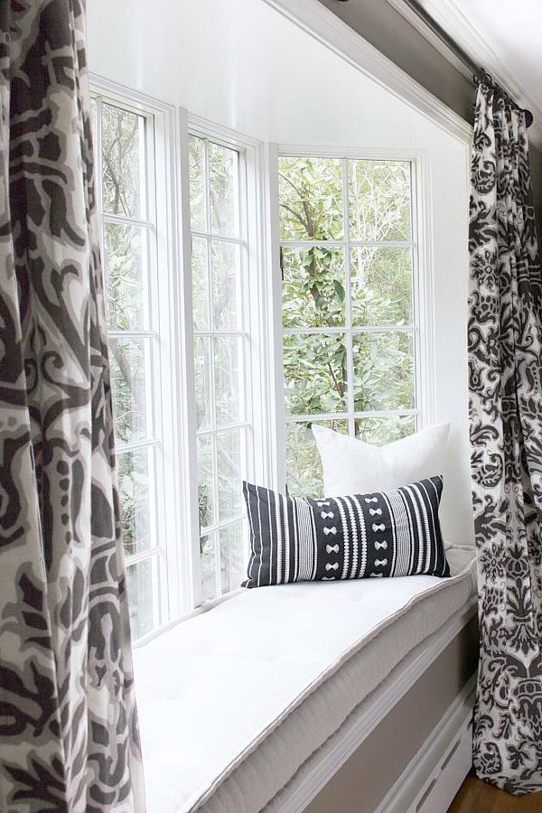 IKEA SALLSKAP black and white lumbar pillow
