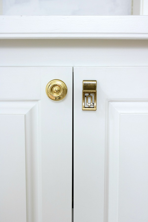 What a difference it makes to change out your cabinet knobs!
