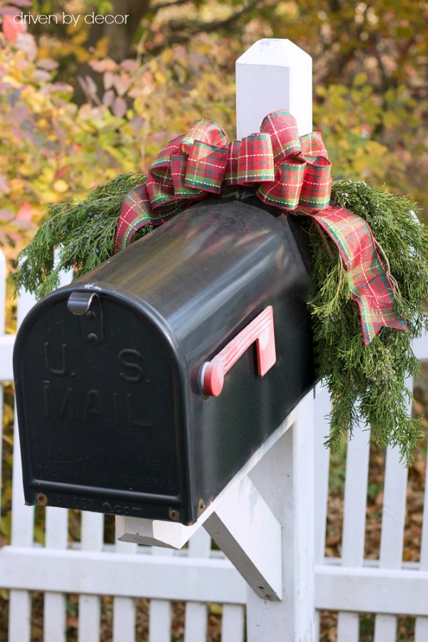 A simple greenery swag on the mailbox for the holidays - love!