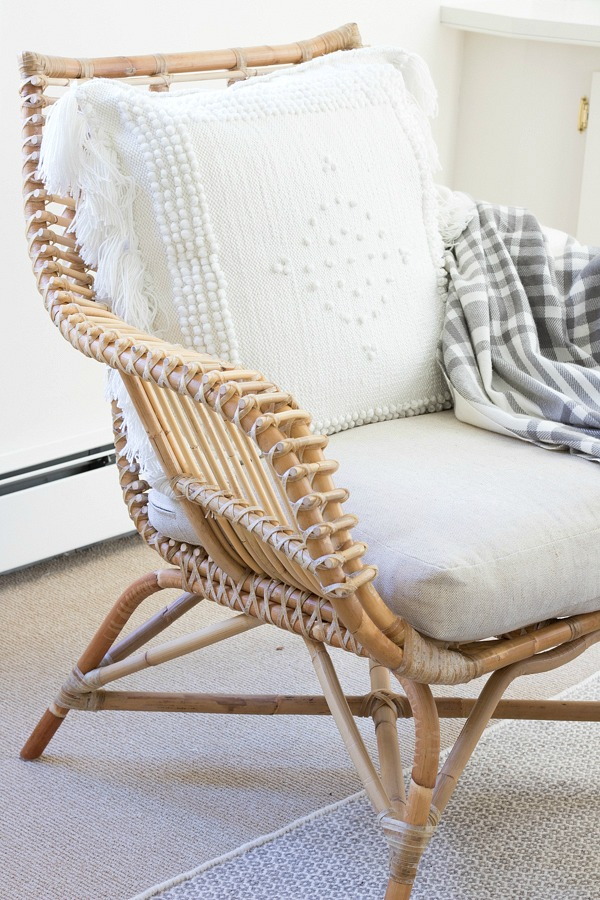 Beautiful rattan accent chair that's super comfy!