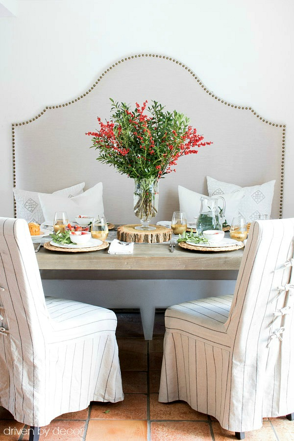 Loving the built-in banquette with nailhead trim that's part of this Christmas brunch tablescape
