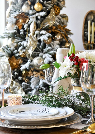 Timeless Christmas dining room by Decor Gold Designs