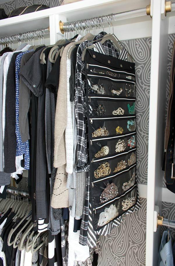 Hanging jewelry organizer with zipper pockets