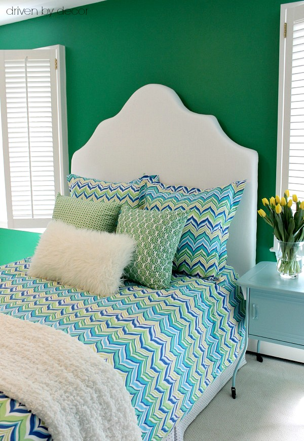A simple DIY upholstered headboard - includes link to step by step tutorial
