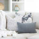 Loving all of the pillow buying and arranging tips in this post!