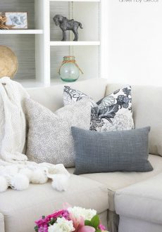 Pillows 101: How to Choose & Arrange Throw Pillows