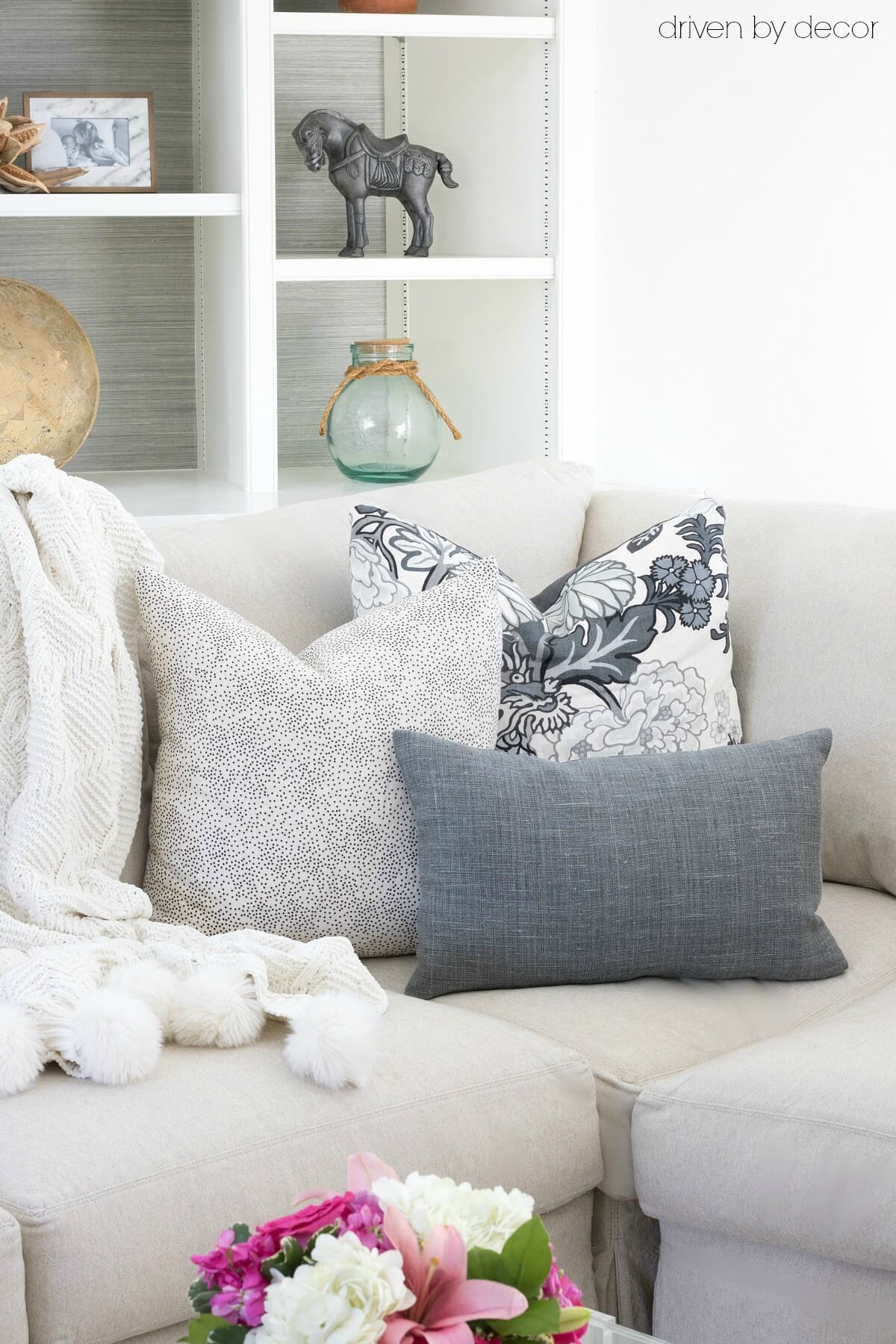 Throw Pillow Arrangement : Pillows 101: How to Choose & Arrange Throw Pillows - Driven by Decor