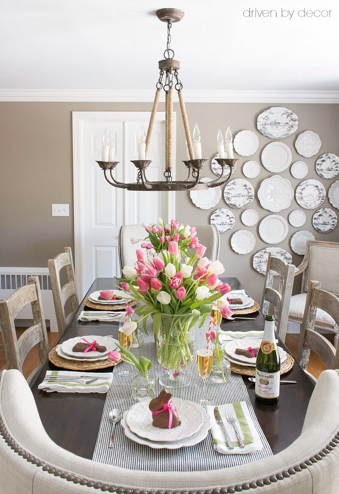 Need a simple idea for a flower arrangement for your Easter or spring table? Vases : spring table setting ideas - pezcame.com