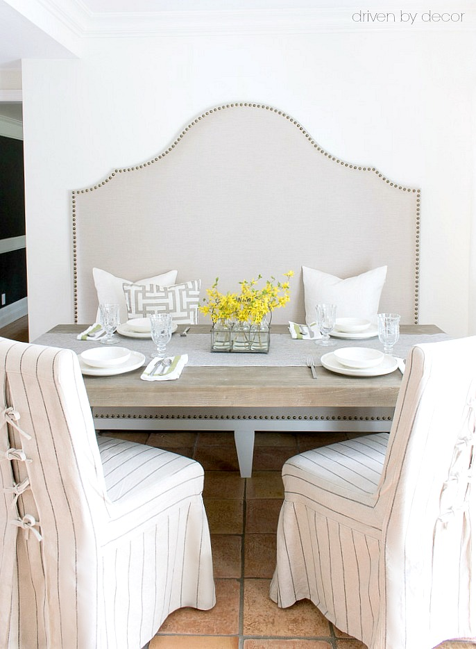 Perfect for a small eat-in area - a DIY upholstered kitchen banquette!