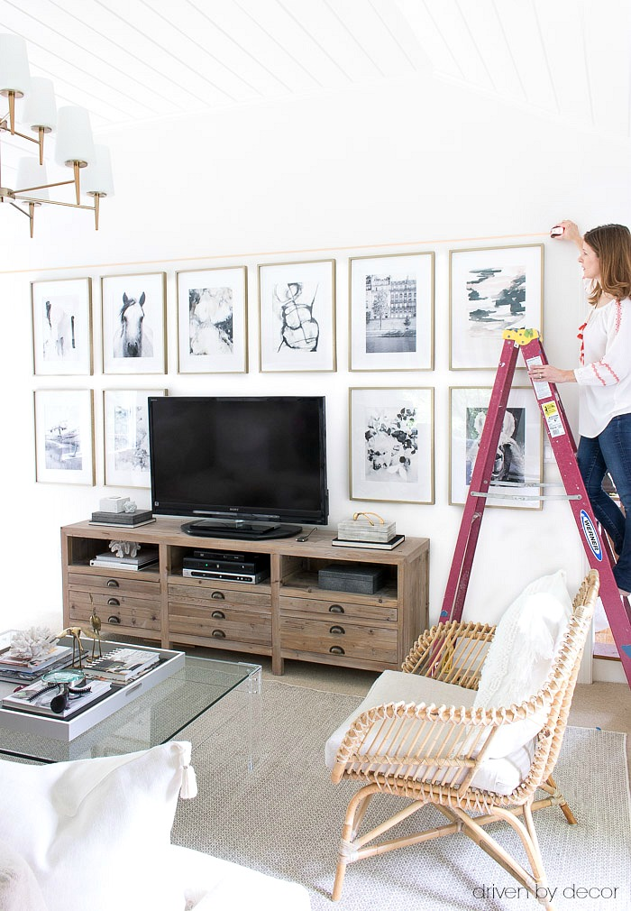 Great tip for lining up multiple pieces of art so that they're straight and level! Definitely the way to go with a gallery wall!
