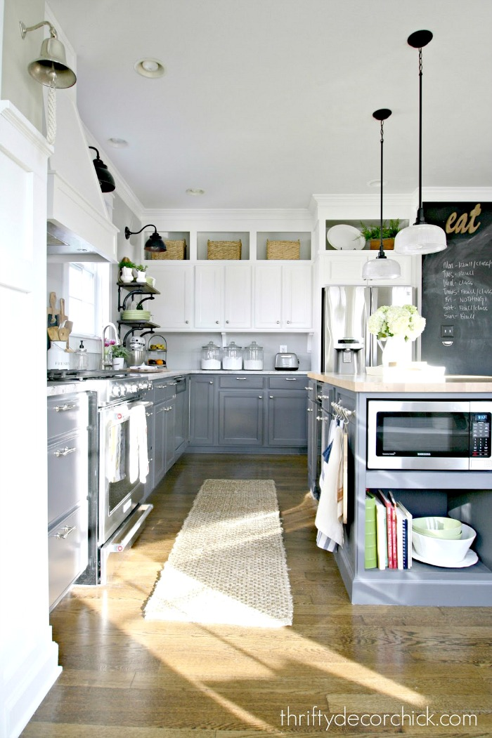 Painted kitchen cabinets - Thrifty Decor Chick