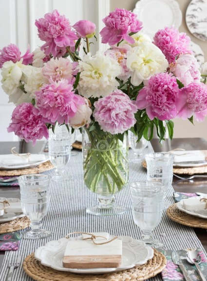 Shades of Summer Home Tour: Decorating with Summer Whites & Pops of Pink
