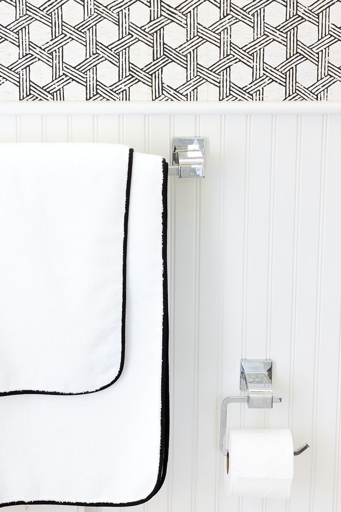 Chrome towel bar and toilet paper holder - part of Delta Ara line of bathroom accessories. More pics in post! Love!