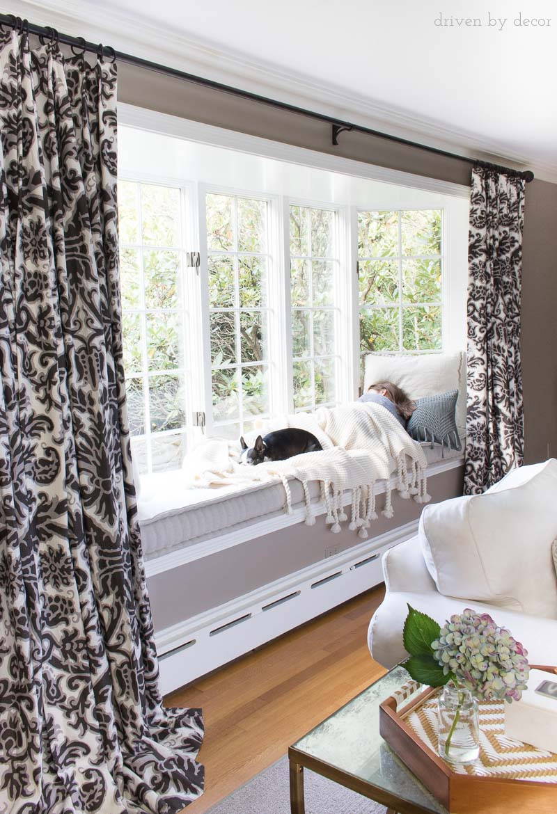 Loving this huge window seat with a plush fall throw to cuddle up in!