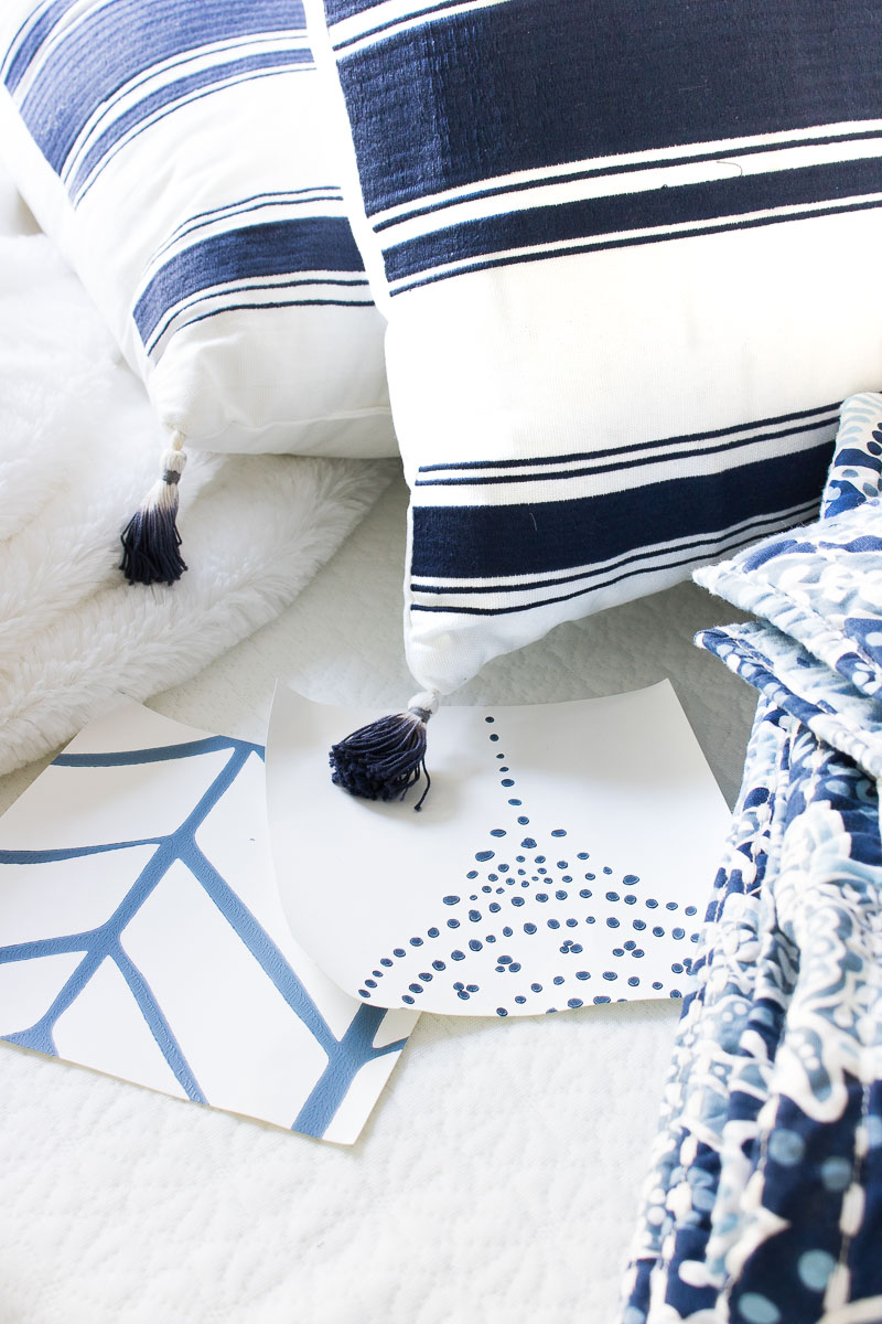 Gorgeous blue and white wallpaper options!