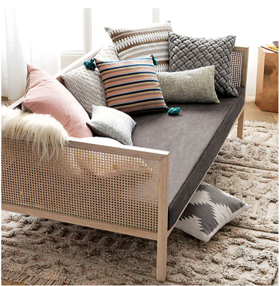 So in love with this daybed! Lots of other great daybed options in this post too!!