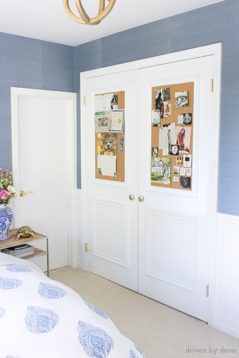 LOVE this idea for teens and tweens! Add cork boards to closet doors! More info and other ideas for decorating kids rooms in the post!