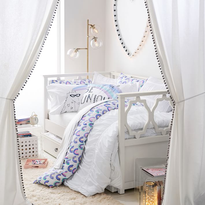 The cutest daybed!! Love this and the other stylish daybeds in this post!
