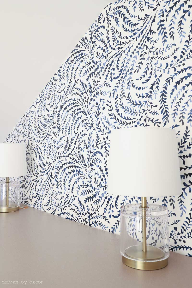 Gorgeous Navy And White Wallpaper With Leafy Watercolor Vines