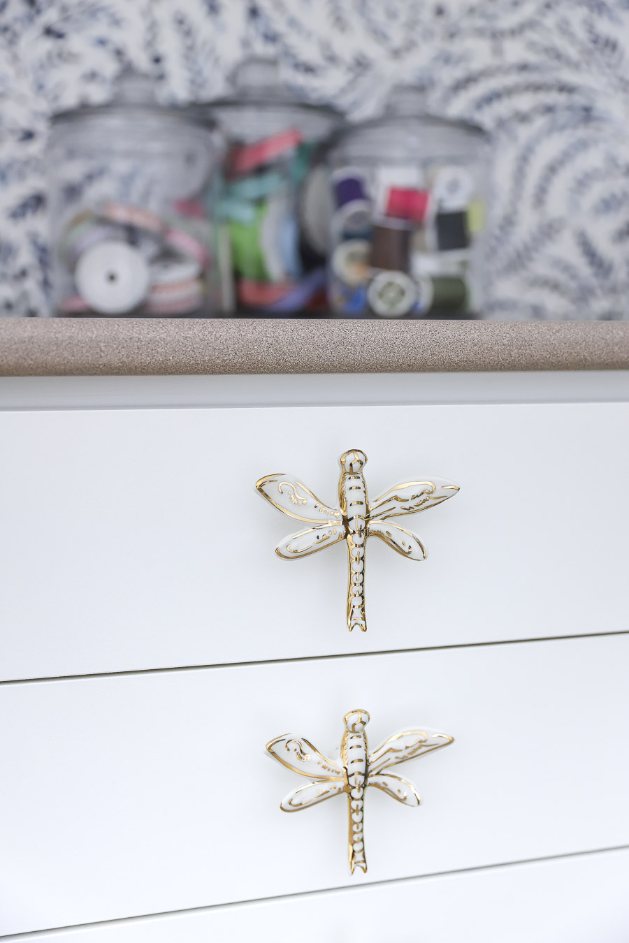 LOVE these dragonfly cabinet knobs! Source linked in post!
