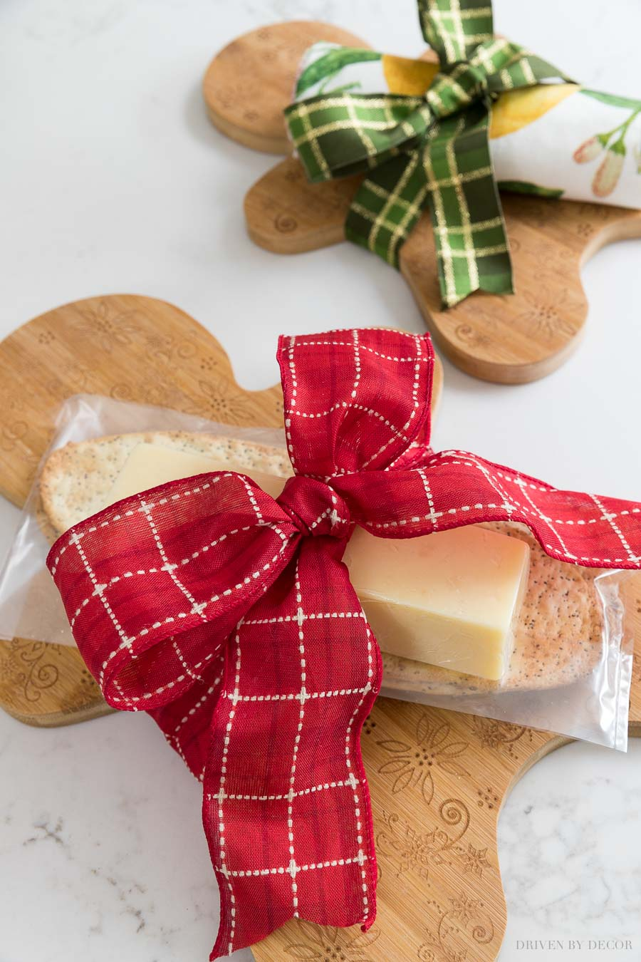 The cutest thank you or hostess gift idea - love these gingerbread cutting boards!
