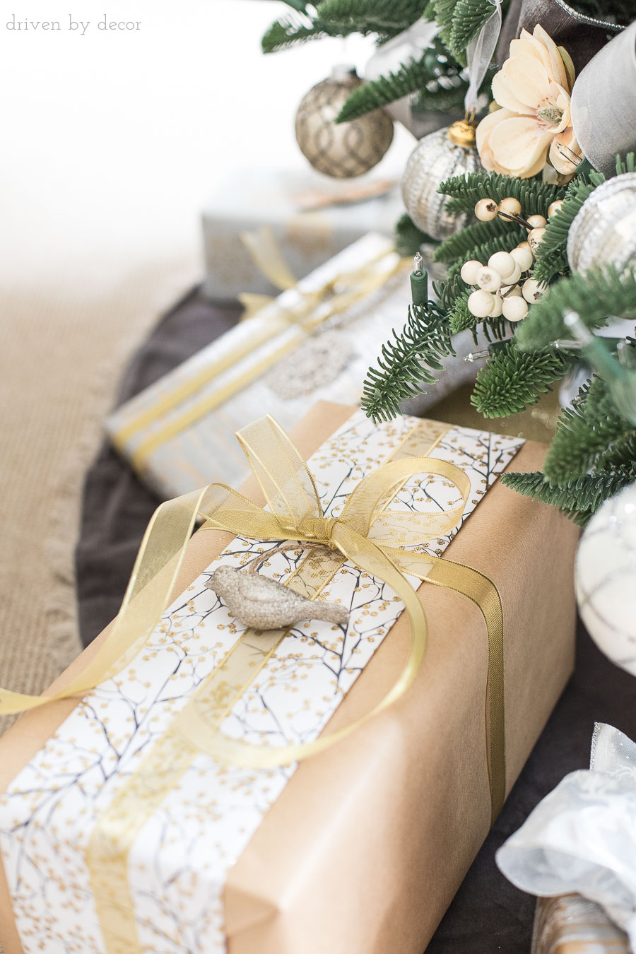 Love this idea for using a piece of scrap gift wrap! Lots of easy Christmas present wrapping ideas in this post!